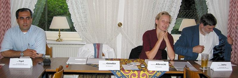 Ali Yigit, Vorsitzender der türkischen Gemeinde Bergedorf, Stephanie Albrecht vom Inländerstammtisch, und Michael Joho vom Einwohnerverein St. Georg