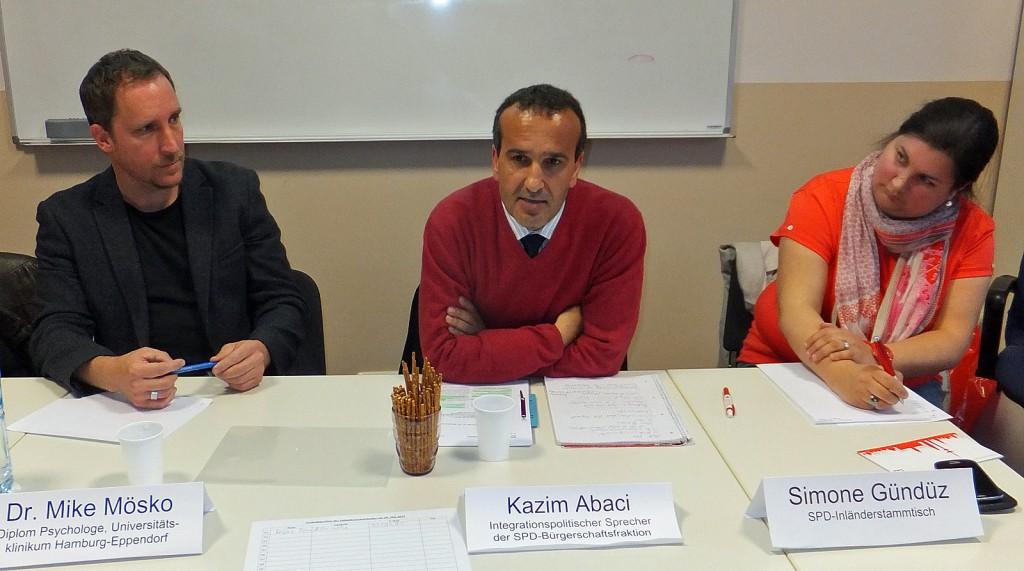 von links: Dr. Mike Mösko, Kazim Abaci und Simone Gündüz vom Inländerstammtisch